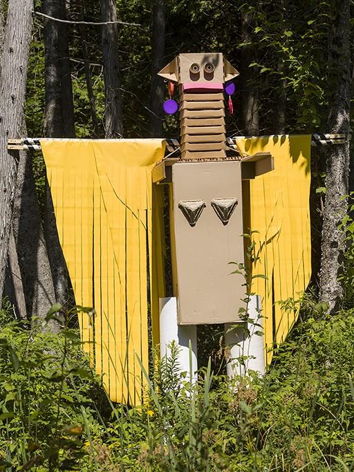 Géant Ouest ( La femme girafe ), 2014