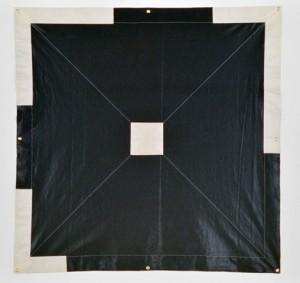 Surfacentre 13, 1977, vinyle, pelons, 146 × 146 cm, collection Musée d'art contemporain de Montréal