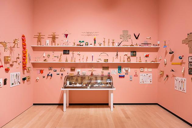 COZIC, vue d'exposition, Salle des petits objets et autres curiosités, 2019. Photo : Idra Labrie